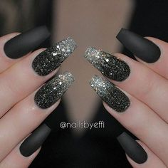 I don't usually like black nails but I will definitely try this.
