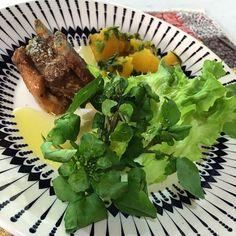 Almoço de hoje: Costelinha de porco Salada  Abóbora com cheiro verde Azeite de oliva Tudo orgânico e Feito com amor e carinho  #GostoAssim #lowcarb #EstilodeVida