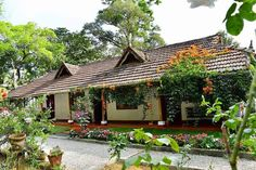 House Exterior Design Traditional Home Plans Super Ideas Design Exterior traditional indian Village House Design, Kerala House Design, Village Houses, Kerala Traditional House, Traditional House Plans, Farmhouse Landscaping, Farmhouse Garden, Farmhouse Plans, Backyard Shade