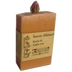 Un savon raffiné qui convient aux peaux fragiles.