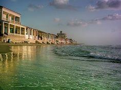 Las casitas de la Playa de Babilonia.   Guardamar del Segura, Costa Blanca, Spain