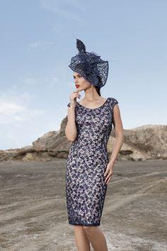 89 najlepších obrázkov z nástenky Krátke šaty a kostýmy  daafef9b5b7