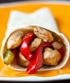 I absolutely love Mexican food! Because it's my all-time favorite cuisine, I decided to take a stab at cooking one of my go-to dishes (chicken fajitas) at home. I'm talking healthy and finger lickin'