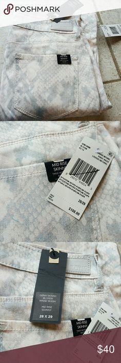 Buffalo David Bitton pants Nwt. Size 28x29. 61% cotton 30% polyester 6% nylon 3% spandex. Light grey white and pink snake skin print. 38.5 inches in length. Buffalo David Bitton Jeans Skinny