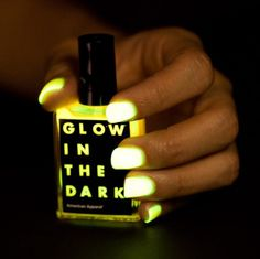 Vernis fluorescent - Glow in the dark @Alix Hendry this is for YOU!