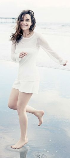 Emilia Clarke ♥ if she wasn't so revealing she would be perfect
