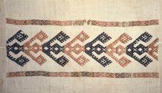 Motiv:      Detalj av linduk. Ullbroderi i smøyg fra Voss.  Historikk:      Eierskap:      1977  Identifikasjonsnr.:      NF.34001-002  Eier:      Norsk Folkemuseum