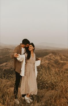 Couple Photoshoot Poses, Couple Photography Poses, Pre Wedding Photoshoot, Couple Shoot, Wedding Shoot, Creative Couples Photography, Couple Posing, Engagement Photo Poses, Engagement Pictures