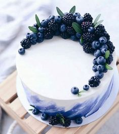 lecker - ~ Food - Süßes, Kuchen & Desserts ~ - The Effective Pictures We Offer You About purple birthday cake A quality picture can tell you many things. You can Beautiful Cake Designs, Beautiful Cakes, Amazing Cakes, Cool Cake Designs, Stunningly Beautiful, Gorgeous Lady, Pretty Cakes, Cute Cakes, Yummy Cakes