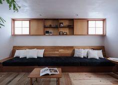 ベガハウスは鹿児島で機能的で居心地の良い木造の住宅をつくる工務店です。 Japan Interior, Japanese Interior Design, Built In Furniture, Simple Furniture, Interior Design Living Room, Living Room Decor, Eco Deco, House Rooms, Home And Living