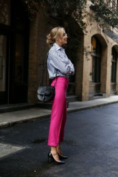 How to wear bright colors at the office with these fuchsia pink pants, navy and white striped boyfriend shirt and classic black pumps! Workwear Fashion, Nyc Fashion, Work Fashion, Fashion Outfits, Womens Fashion, Fashion Trends, Fashion Blogs, Fuchsia Outfit, Pink Pants Outfit