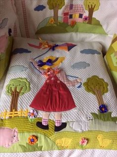 Patchwork sin aguja ~ Sunbonnet Sue watering flowers, watering can, pretty apron, duckling This Pin was discovered by Vil 🌞ƈıƙყ ℘ıą 🌛⭐️'s media analytics. My Sunbonnet girls. Quilt Baby, Baby Quilt Patterns, Baby Girl Quilts, Girls Quilts, Applique Patterns, Applique Quilts, Patchwork Quilting, Applique Designs, Patch Quilt