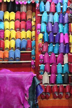 laure essaouira chaussure babouche couleurs peau mouton Laura Lee, Black And White, Sheep, Colors, Shoe, Black White, Blanco Y Negro, Black N White