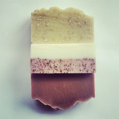 《I ♡ ROSE》&《THESE GIRLS》 ●Vanilla seed, crushed organic Avina Sativa (oats), local Goats milk, benzoin, geranium & bulgarian rose (im on my second bar, back to back). ●Organic Rosehip & Avacado Oil, Pink french Clay, Clementine, Geranium bourbon & pure Rose. ●Organic pink clay & Rooibos infusion, Sheeps milk yoghurt & Croatian Rose - straight up. #onlypureingredients #natureslather #pureessentialoils #nonasties #skinloving #beautifulsoapeveryday #handcrafted #fromthegroundup…