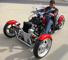 Already a fan of the original, legendary Yamaha V-Max, Los Angeles resident Jack Fleming decided its 1,197cc, V-4 power plant, with over 110 rear-wheel horsepower and V-boost, would be the heart of the beast he would call the Roadstercycle. Photo Credit: Paul Garson