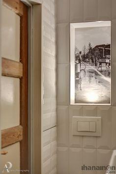 Ihanainen.com Kylpyhuoneen syvennyksessä kuva Tammelantorilta. #sisustussuunnittelu #tampere