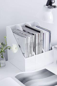 White desk organization for the home office - Office Designs Desk Inspo, Workspace Inspiration, The White Company, Home Office Design, Home Office Decor, Home Decor, Office Den, Study Room Decor, Office Organization