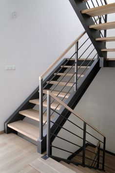 House Design Ideas New Homes Stairs Ideas – staircase Interior Stair Railing, Modern Stair Railing, Stair Railing Design, Metal Stairs, Staircase Railings, Modern Stairs, Railing Ideas, Stair Treads, New Staircase