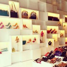 Interior loja Schutz! #inspiracao #schutz #schutzlovers #maceió #bolsas…