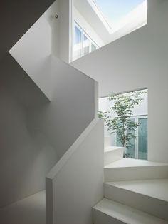 minimalistische treppe gestalten designideen in weiß