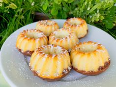 Recept: Mini bábovičky s raw kakaem, kterým nelze odolat - SuperZdravě. Pineapple, Fruit, Mini, Cake, Food, Pine Apple, Kuchen, Essen, Meals