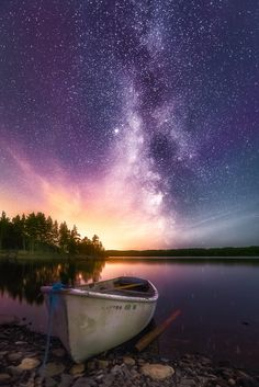 Light in Darkness - A touch of magenta aurora, a milky way and a healthy dose of…