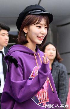 Singer Fashion, Sakura Miyawaki, Japanese Girl Group, Star Girl, Daily Photo, Extended Play, Beautiful Actresses, Kpop Girls, Yuri