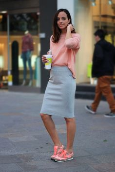 If you're on the hunt for a casual and at the same time chic outfit, team a pink long sleeve t-shirt with a grey pencil skirt. Pink athletic shoes will effortlesslly dress down an all-too-dressy outfit. Mode Outfits, Skirt Outfits, Dress Skirt, Casual Outfits, Slit Skirt, Fitted Skirt, Midi Skirt, Grey Pencil Skirt, High Waisted Pencil Skirt