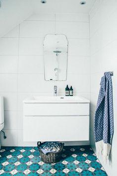 Blue and white bathroom tiles