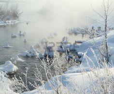 Туманное утро на реке зимой