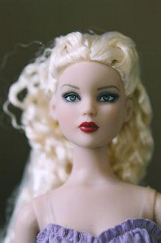 Cinderella (Cami) face sculpt by Robert Tonner, blonde hair, factory doll paint