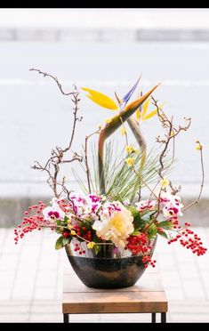 Beautiful Flower Arrangements, Floral Arrangements, Beautiful Flowers, Japanese New Year, Chinese New Year, New Years Decorations, Table Decorations, Cascade Bouquet, Japanese Flowers