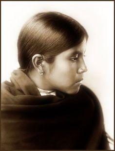 A stunningly beautiful Qahatika Child. Photo taken in 1907 by Edward S. Curtis.