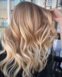 Spring Hairstyles, Everyday Hairstyles, Diy Hairstyles, Medium Hairstyles, Brown Blonde Hair, Dark Hair, Medium Blonde, Beach Blonde Hair, Dyed Blonde Hair
