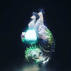 Perched majestically on a turquoise cabochon, the Peacock the symbol of beauty and prosperity ❤️ and one of my favorite pieces ✨ to be displayed in the beautiful #vancleefarpels event L'arche De Noé in #Paris #vancleefandarpels