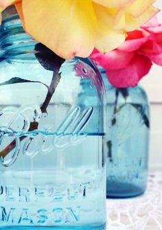 Make Your Own Blue Canning Jars - We found this fantastic way to create these blue jars by using glass paint! Vitrea 160 is a glass paint that will allow you to turn the clear canning jars that antique aqua color. Colored Mason Jars, Blue Mason Jars, Bottles And Jars, Glass Jars, Clear Glass, Colored Glass, Quart Mason Jars, Canning Jars, Aqua Blue