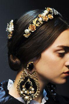Baroque Jewelry Fashion R Trendy 4 Fall-Winter Dolce Gabbana Fall-Winter Fall Accessories, Fashion Accessories, Fashion Jewelry, Beauty And Fashion, Baroque Fashion, Fashion Details, Headpiece, Headdress, Headbands