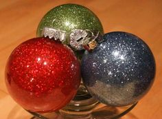 DIY Glitter Christmas Ornaments! {easy step-by-step instructions} #Christmas #ornaments