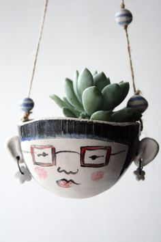 hanging planter-Astrid hipster-garden plant pot Ceramic hanging planter - Astrid the hipster by Jo LuckstedCeramic hanging planter - Astrid the hipster by Jo Lucksted Ceramics Projects, Clay Projects, Ceramic Pottery, Ceramic Art, Pottery Pots, Cerámica Ideas, Decor Ideas, Pottery Designs, Garden Ornaments