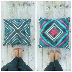 Transcendent Crochet a Solid Granny Square Ideas. Inconceivable Crochet a Solid Granny Square Ideas. Crochet Diy, Crochet Motifs, Manta Crochet, Crochet Home, Love Crochet, Crochet Crafts, Yarn Crafts, Crochet Projects, Decor Pillows