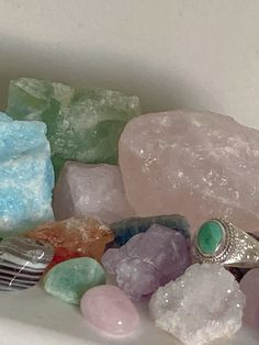 Witch Aesthetic, Aesthetic Rooms, Crystals And Gemstones, Stones And Crystals, Crystal Room, Crystal Altar, Crystal Aesthetic, Wicca, Aesthetic Pictures