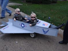 The boys halloween costume 2012 wagon transformed into a fighter jet with my twins Maverick and Goose Top Gun Halloween Costume, First Halloween, Halloween 2015, Holidays Halloween, Halloween Crafts, Halloween Ideas, Wagon Costume, Wagon Floats, Twin Costumes