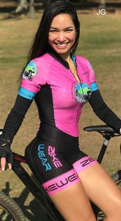 Yes, of course I'm happy to be on Candid Camera. And see how sexy I look in Lycra bike shorts. Cycling Wear, Cycling Girls, Cycling Outfit, Cycling Jerseys, Bicycle Women, Bicycle Girl, Cycle Chic, Bike Style, Tween Fashion