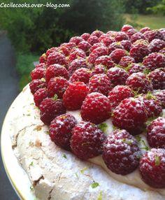 Ces derniers temps, j'avais vu fleurir dans les revues de pâtisserie ou sur certains blogs, un bon nombre de recettes de Pavlova aux fruits rouges. Pour la plupart d'entre nous, Pavlova est un nom aux consonances d'Europe de l'est mais qui n'inspire guère...