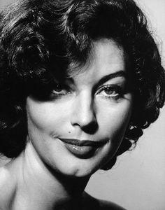 Ava Lavinia Gardner (1922-1990) - American actress. Photo © Philippe Halsman, 1954