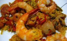 Authentic Spanish Paella - Just hold the bell peppers, use less broth and replace with of butter.Then this is authentic Spanish Paella! Beef Bourguignon, Authentic Spanish Paella Recipe, Seafood Recipes, Cooking Recipes, Seafood Dishes, Dinner Recipes, Seafood Paella, Meal Recipes, Family Recipes