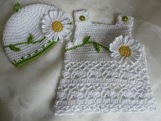 Baby-Kleid Daisy + passenden Hut von Knits for Kids auf DaWanda.com