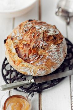 Bread without kneading with a thick and crispy crust   The issue of Taste