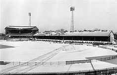 8 February CHELSEA FC's ground at Stamford Bridge lies covered with snow. Chelsea Football, Chelsea Fc, Football Stadiums, Sport Football, Nostalgic Pictures, Classic Football Shirts, Good Soccer Players, Soccer Skills, Stamford Bridge