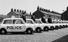 1968 Such was the popularity of the Mini that it was even adopted by Liverpool (UK) police force. 1968 was de Mini zo populair dat de politie uit Liverpool hem als dienstwagen ging gebruiken. Classic Trucks, Classic Cars, Liverpool Uk, Emergency Vehicles, Police Vehicles, Mini Cooper S, Cartoon Network Adventure Time, Rally Car, Classic Mini